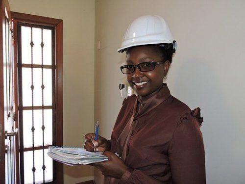 Женщина инженер