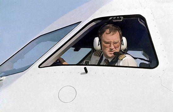 Пилот управляет рулением