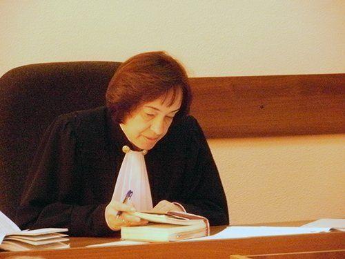 Судья зачитывает приговор