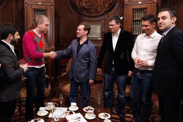 Изображение - Сколько в месяц зарабатывает гарик мартиросян comedy-i-medvedev