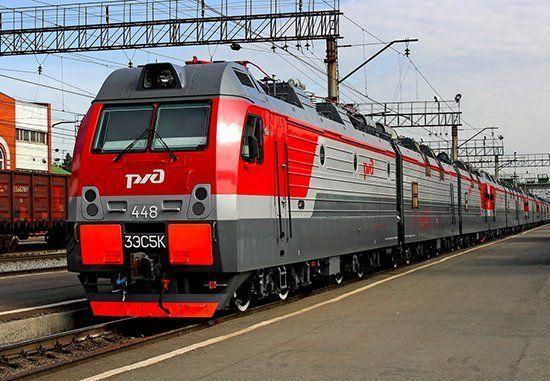Поезд стоит на станции