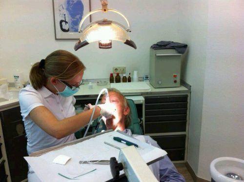 Девушка-стоматолог
