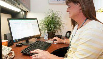 Как найти работу женщине в 45-50 лет