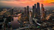 Средняя зарплата в Москве: сколько составляет по профессиям и отраслям